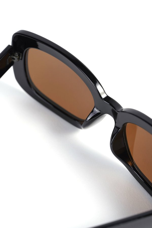 очки солнцезащитные вид сзади