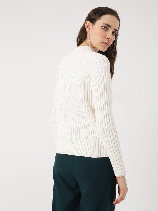 свитер вид сзади