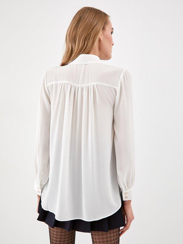 Блузка с декоративным воротником вид сзади