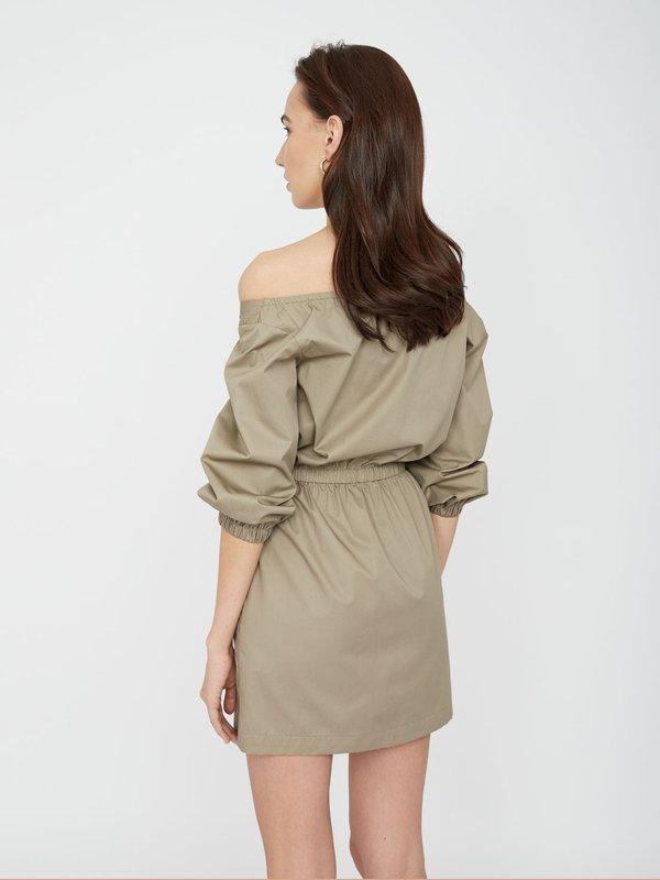 Платье с карманами вид сзади