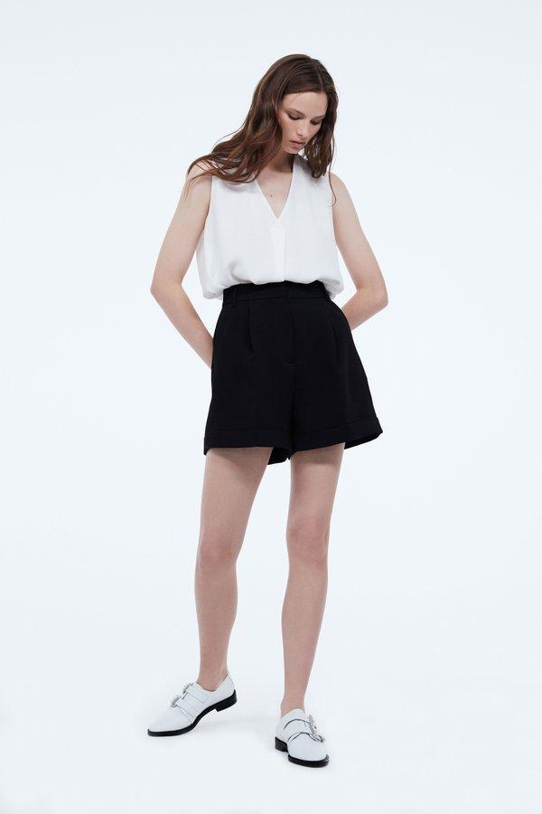 Расклешеные шорты цвет: черный