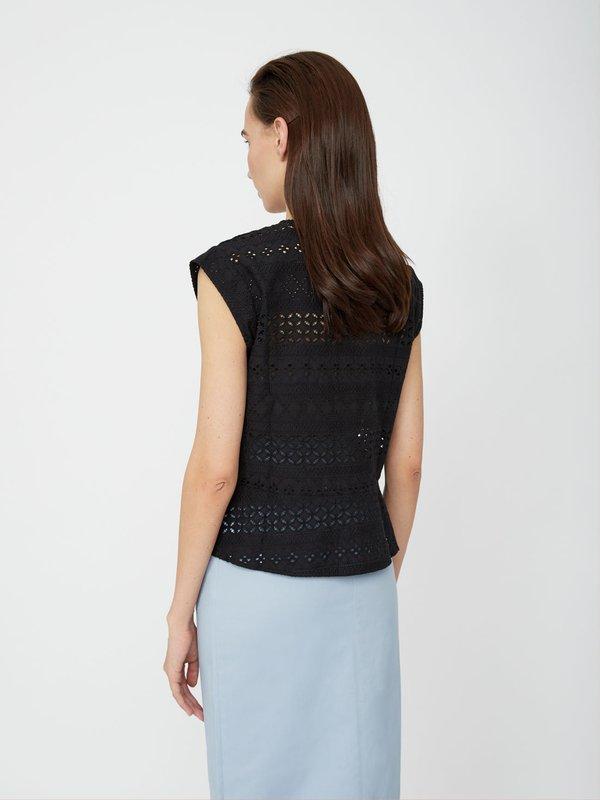 Блузка с перфорацией вид сзади