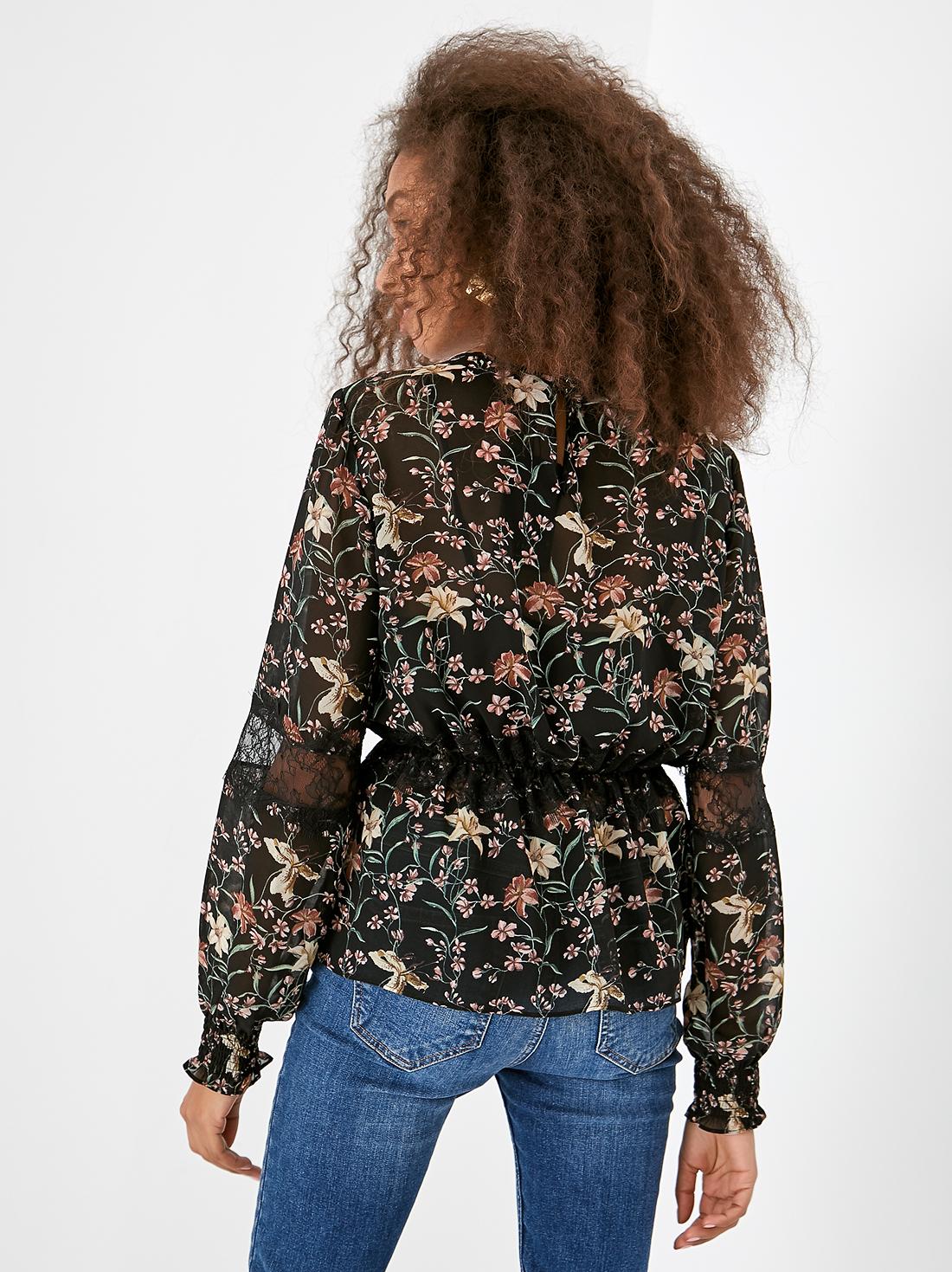 Блузка с кружевной кулиской