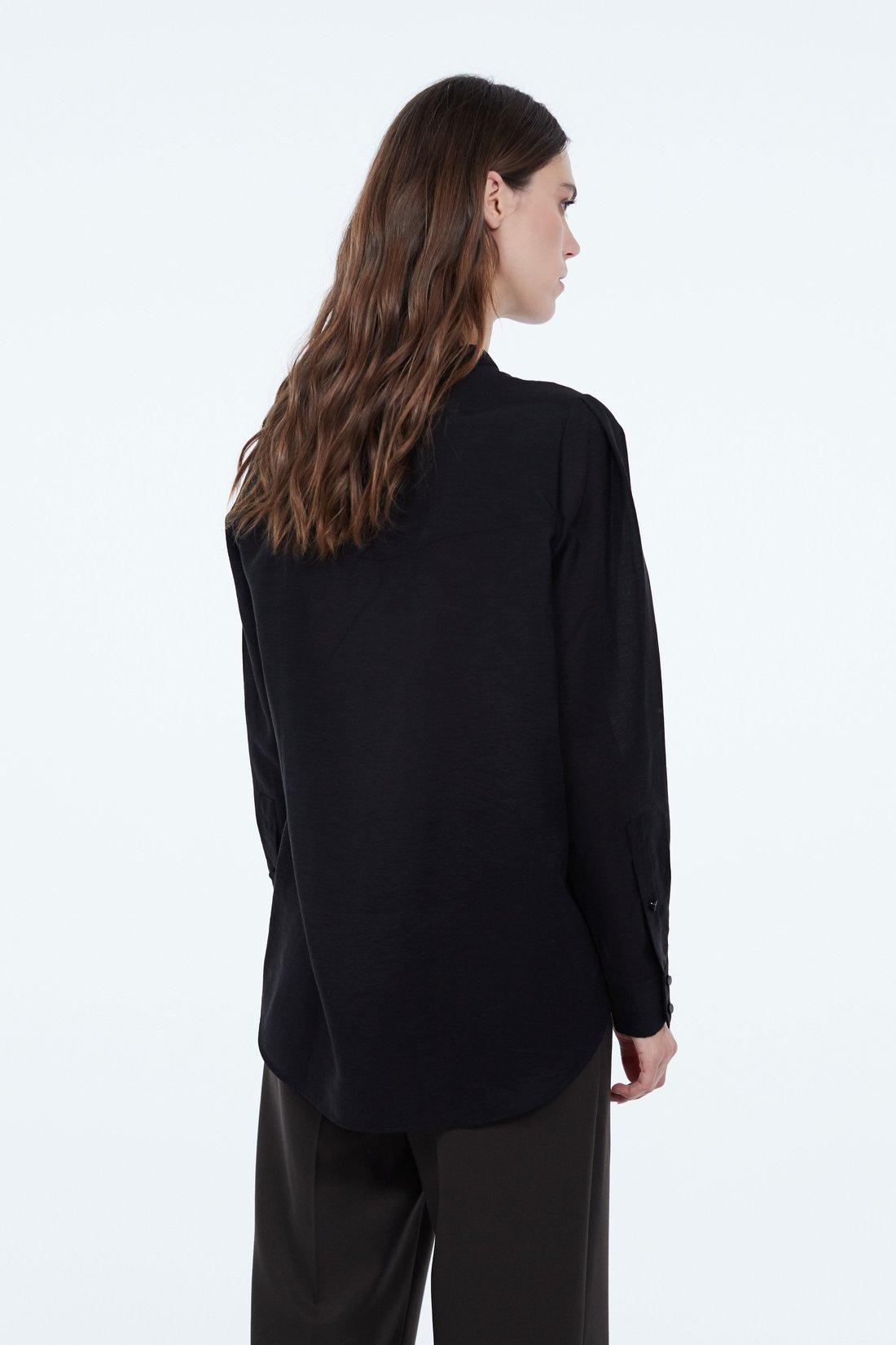 Блузка с воротником-стойка