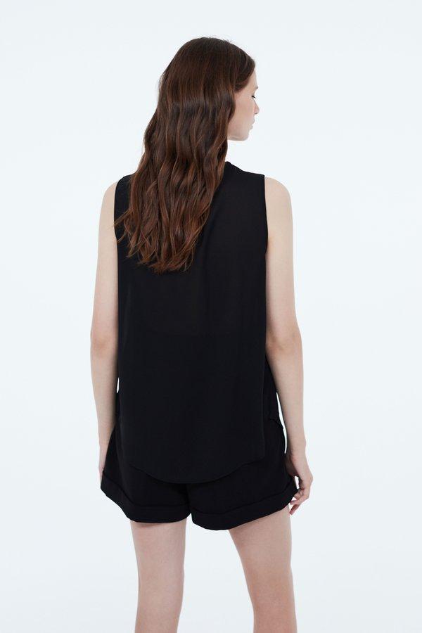 Блузка со складкой вид сзади