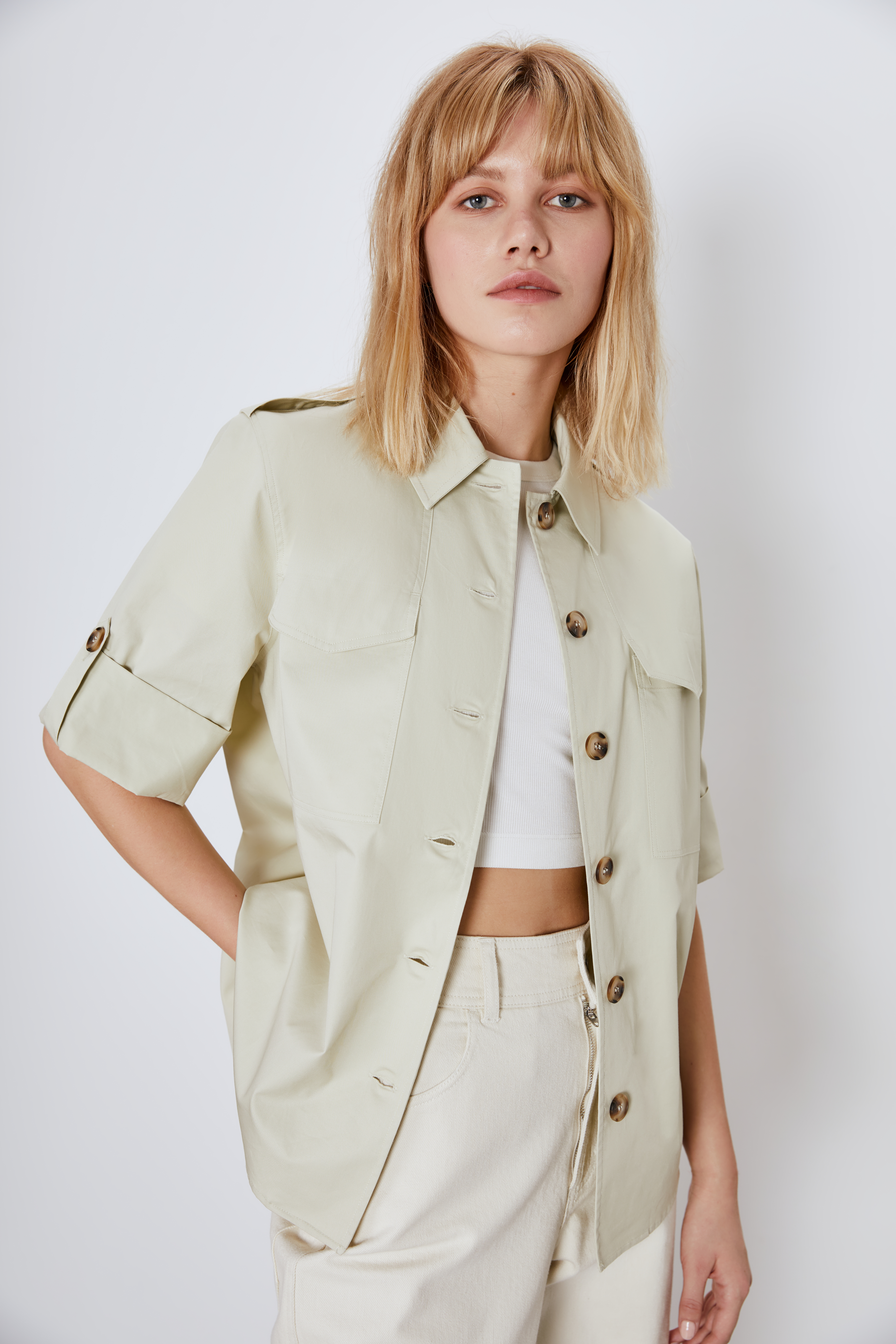 Рубашка с накладными карманами фото