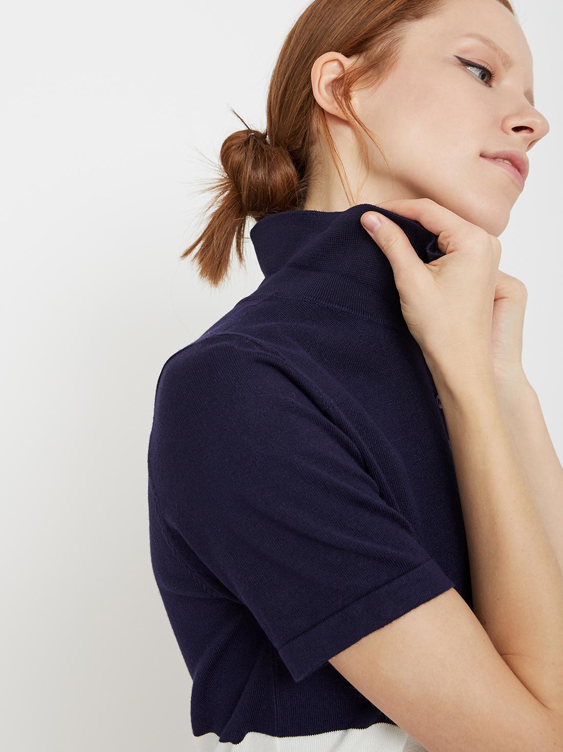 Джемпер с коротким рукавом и нагрудным карманом