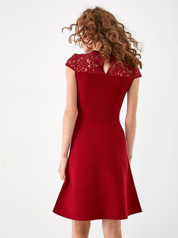 Платье с кружевной отделкой  вид сзади