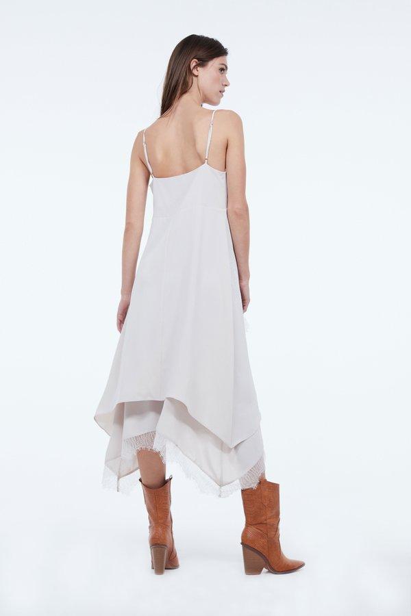 Платье с кружевом вид сзади