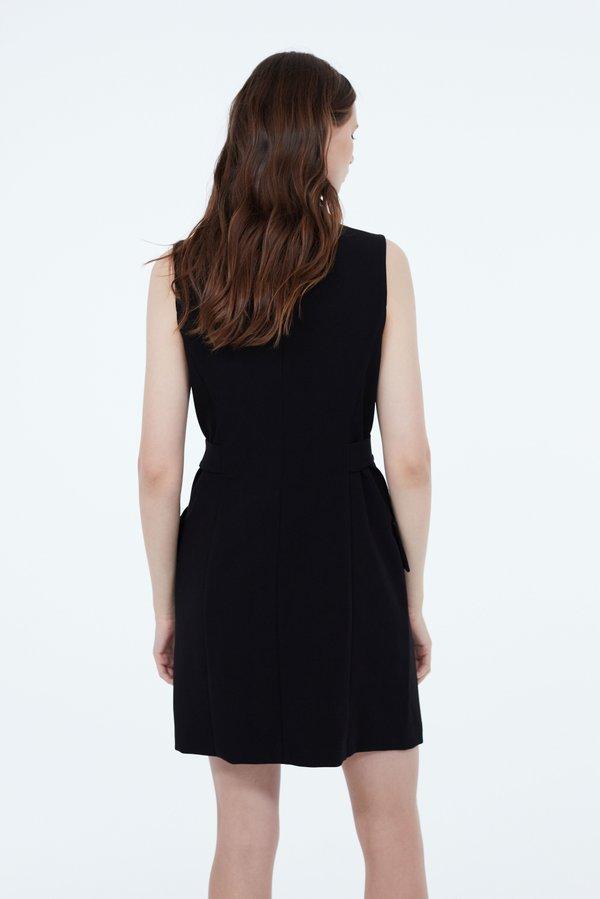 Платье на скрытых кнопках вид сзади