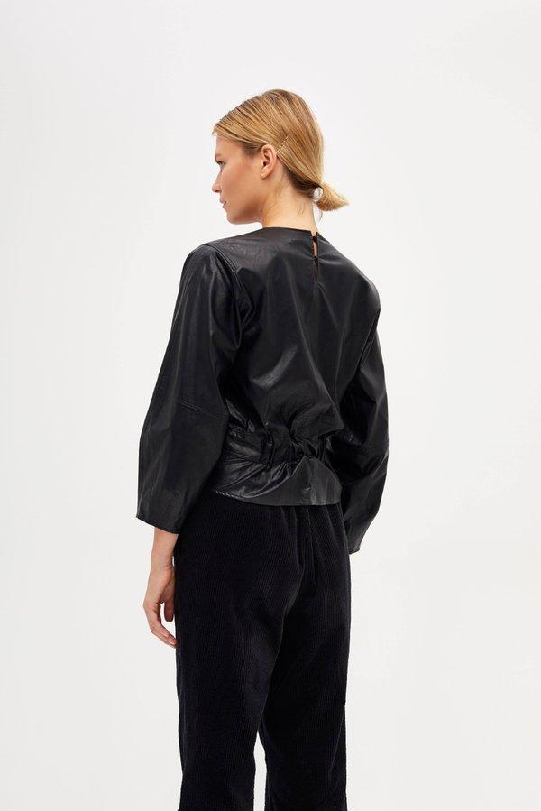 Блузка с узлом вид сзади