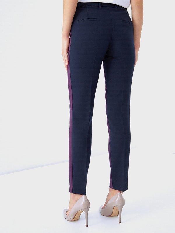 Зауженные брюки с лампасами вид сзади