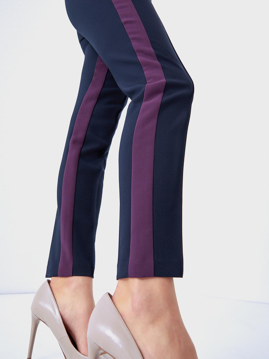 Зауженные брюки с лампасами