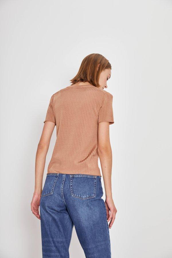 Джемпер в рубчик вид сзади
