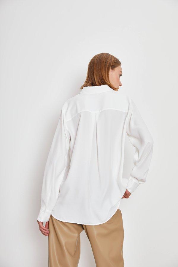 Свободная рубашка вид сзади