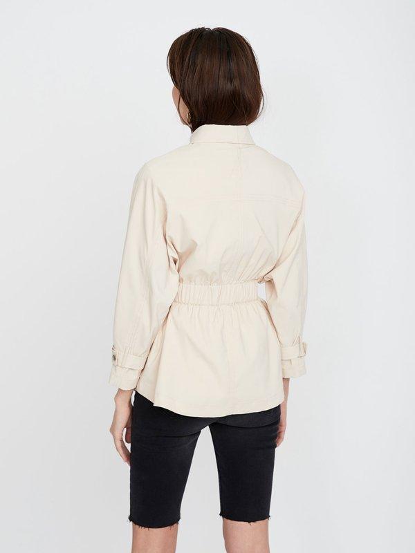 Куртка с отложным воротником вид сзади