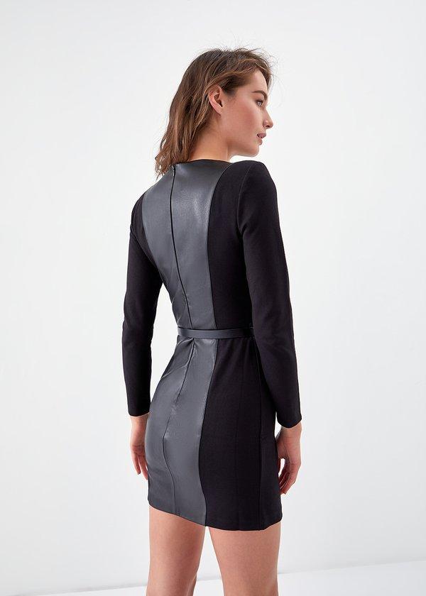 Комбинированное платье с вставками из экокожи вид сзади