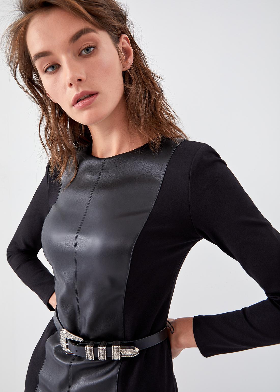 Комбинированное платье с вставками из экокожи
