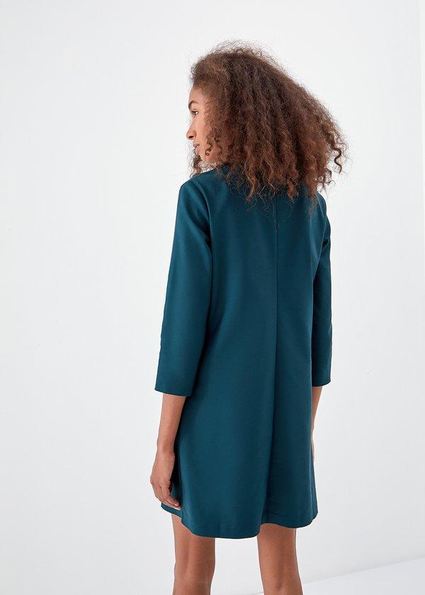 Платье-шифт с карманами вид сзади
