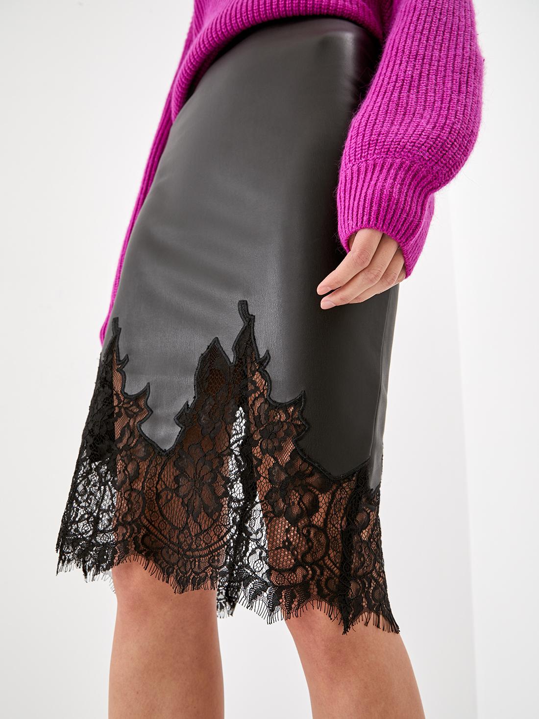 Кожаная юбка с кружевом