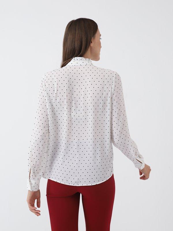 Рубашка в горох вид сзади
