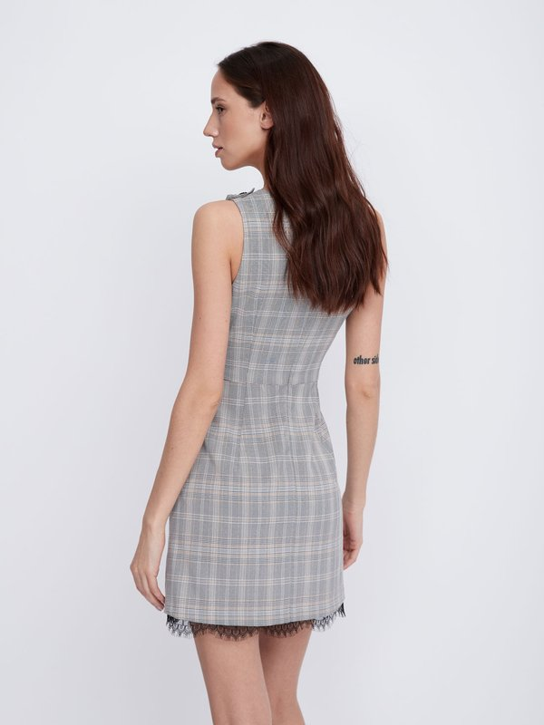 Платье в шотландскую клетку вид сзади