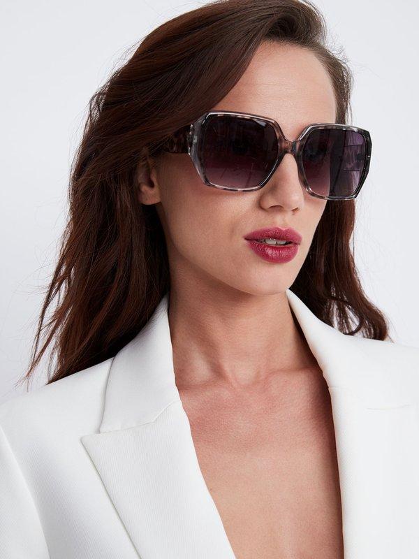 Солнцезащитные очки квадратной формы цвет: серый