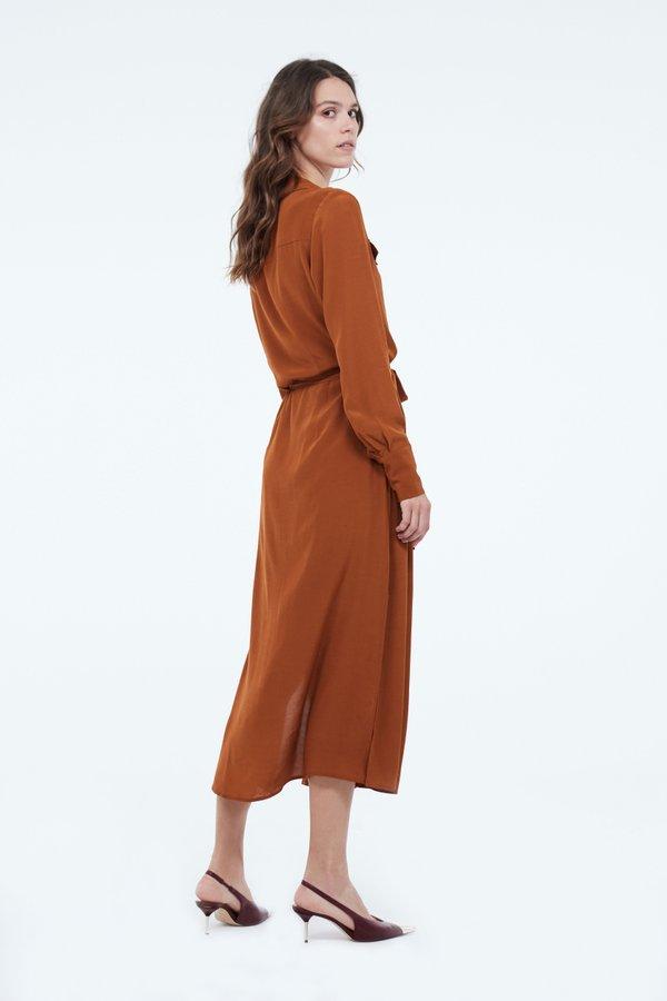 Платье миди с поясом вид сзади