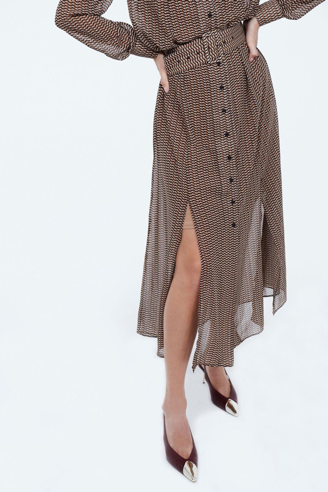Струящееся платье с разрезами