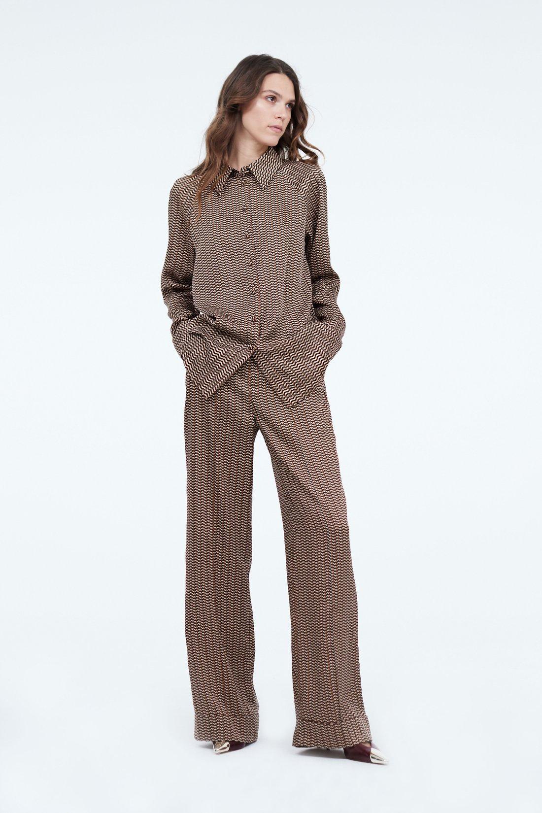 Свободные брюки с отворотами