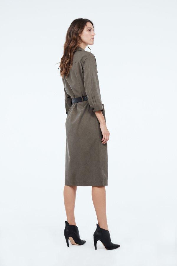Платье с контрастным ремнем вид сзади