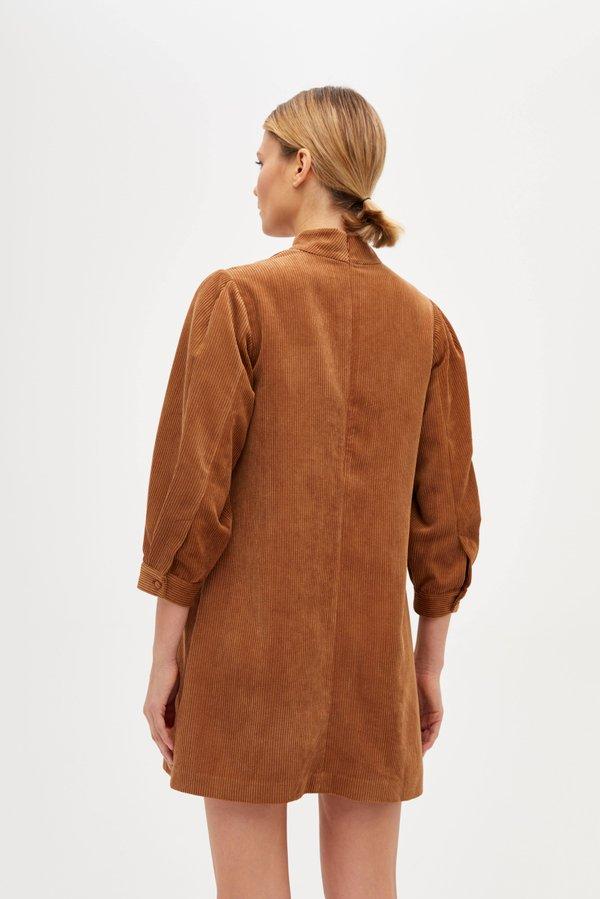 Платье с воротником-стойка вид сзади