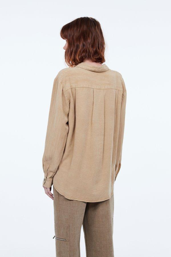 Рубашка с накладным карманом вид сзади