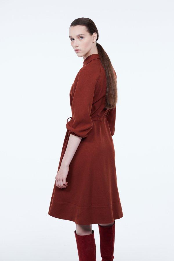 Платье с контрастными пуговицами вид сзади