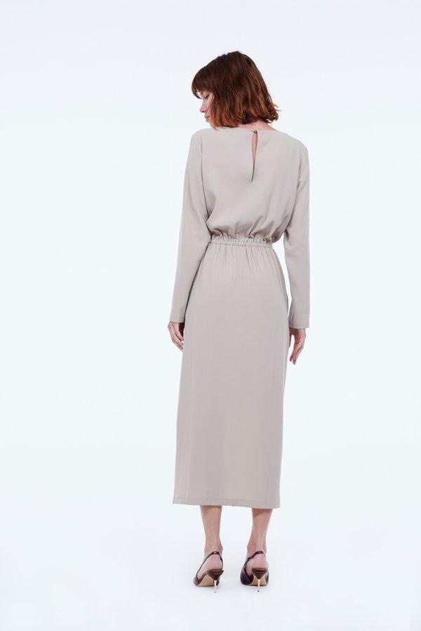 Платье с эластичным поясом вид сзади