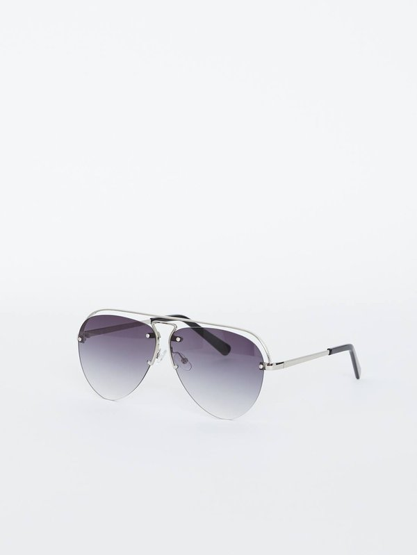 Солнцезащитные очки-авиаторы вид сзади