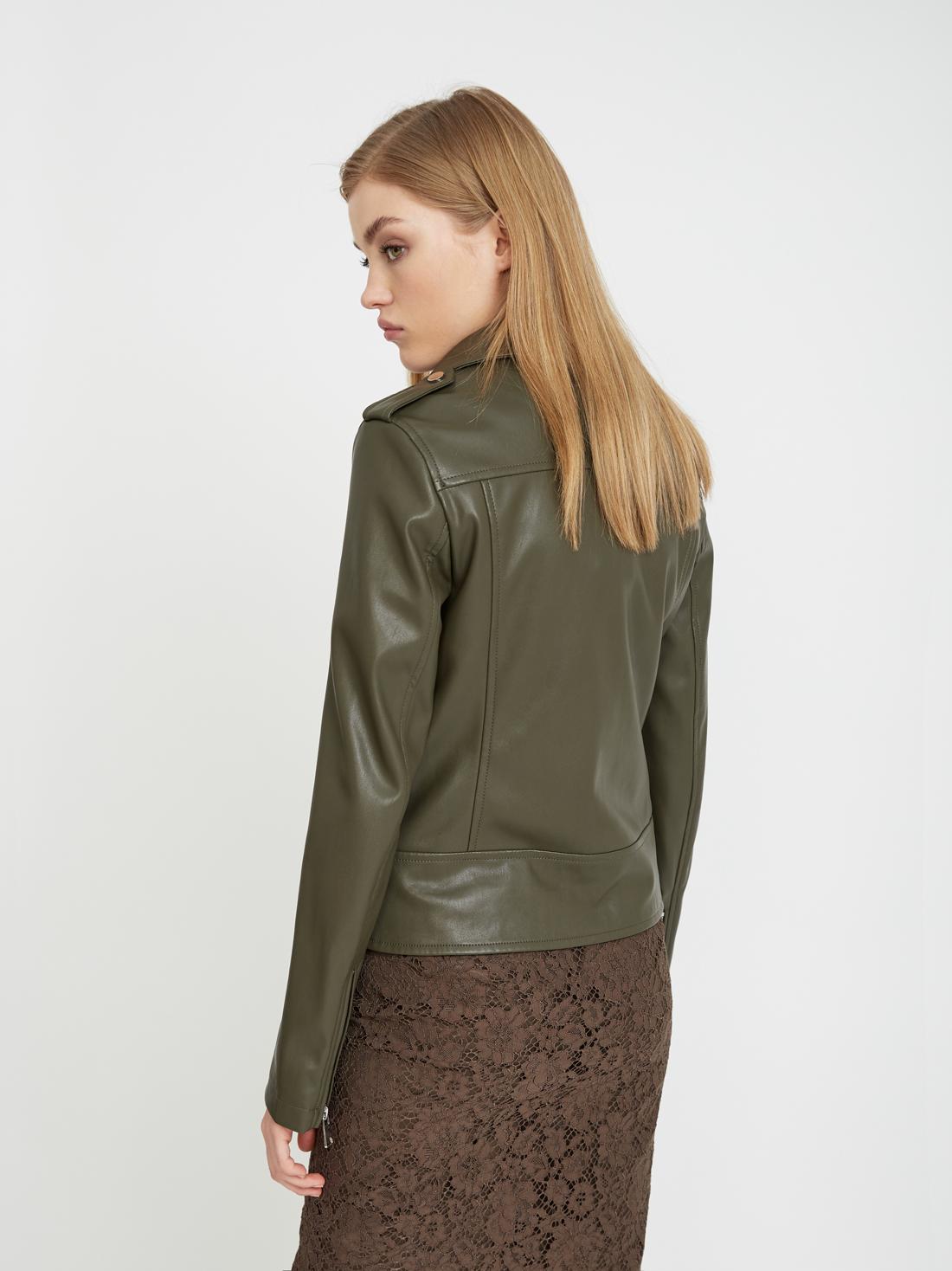Куртка с молниями