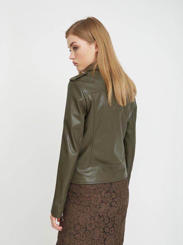 Куртка с молниями вид сзади
