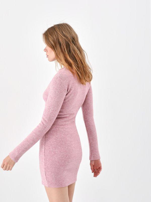 Трикотажное платье вид сзади