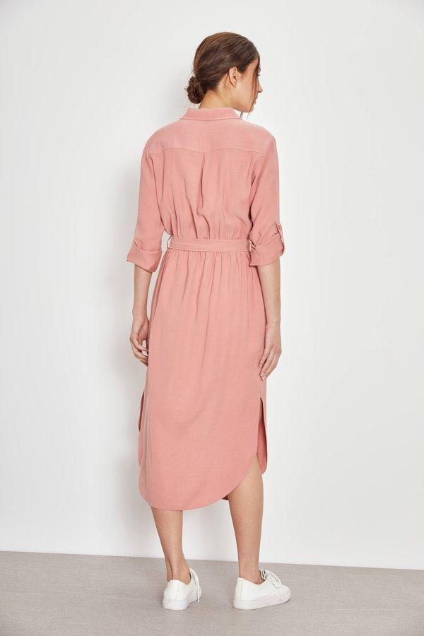 Платье-рубашка вид сзади