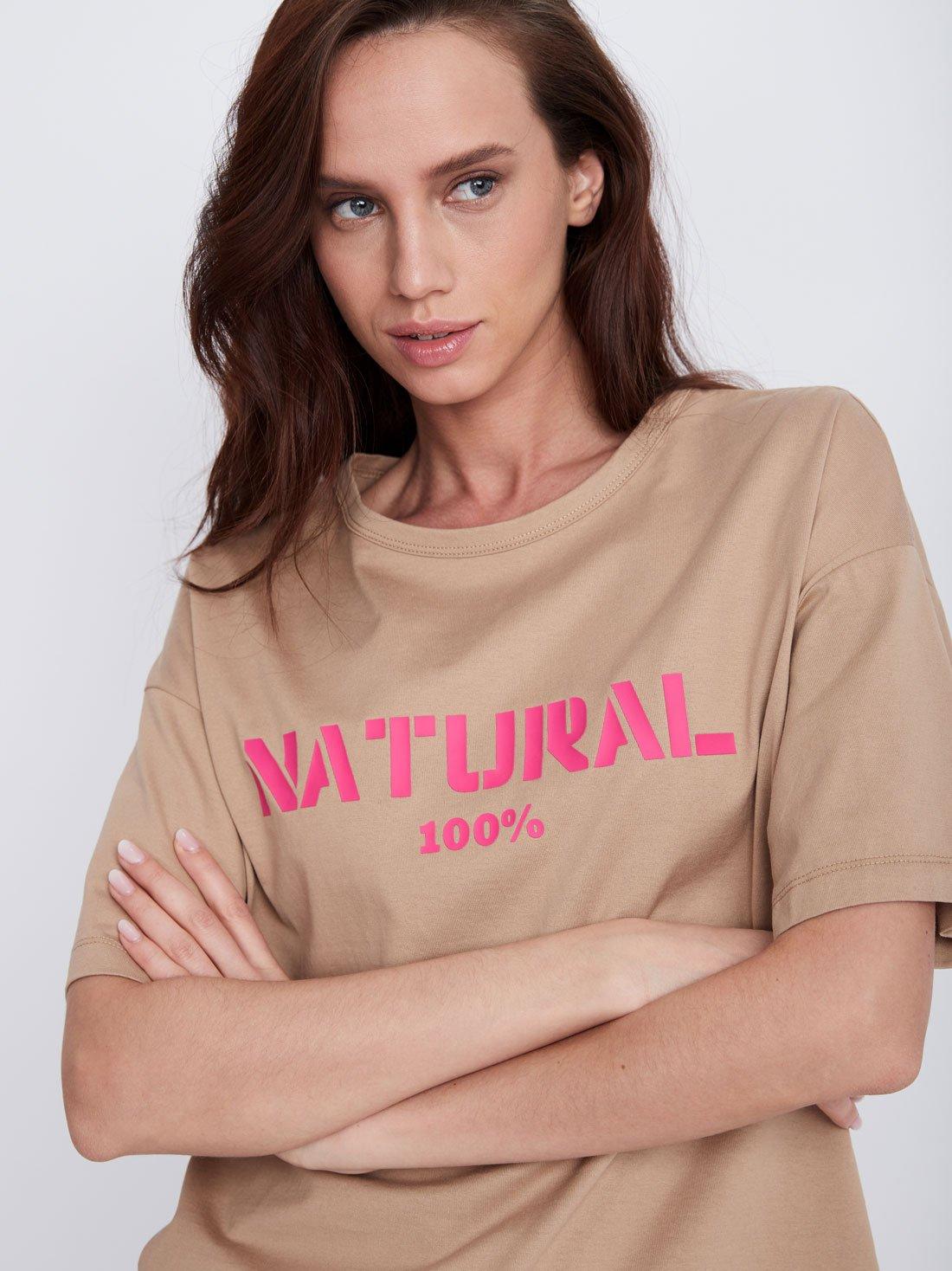 Базовая футболка с контрастной надписью