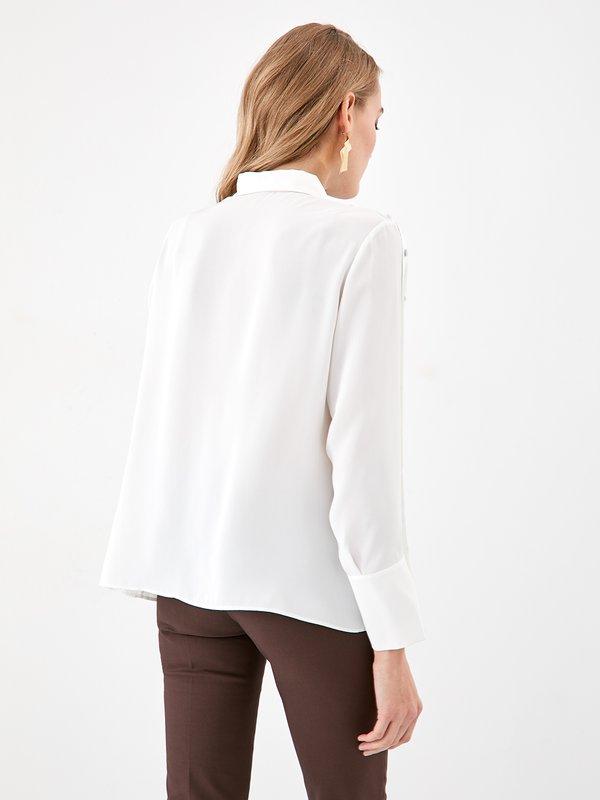 Рубашка с декоративными пуговицами вид сзади