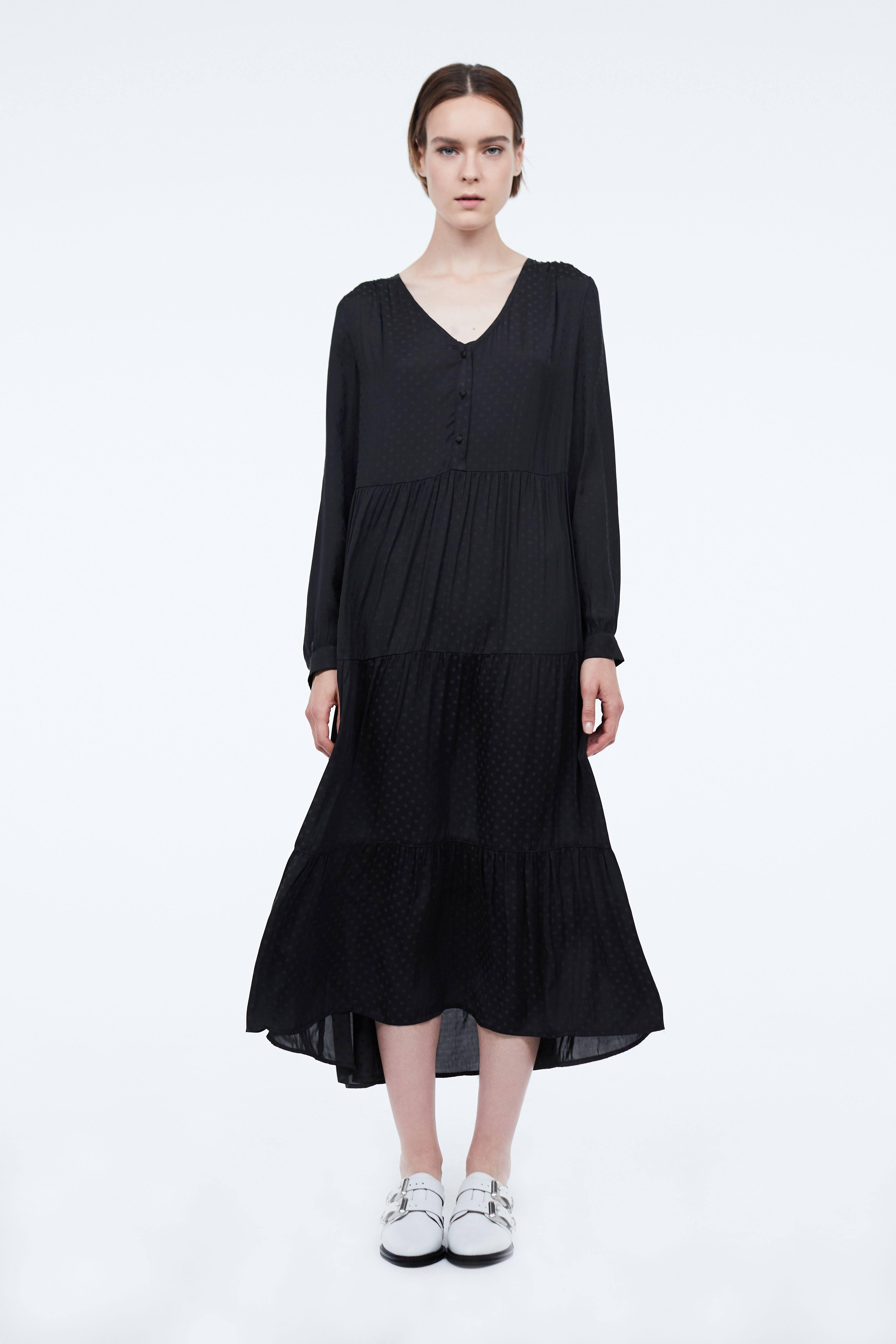цена Платье LIME Платье прямого силуэта с оборками онлайн в 2017 году