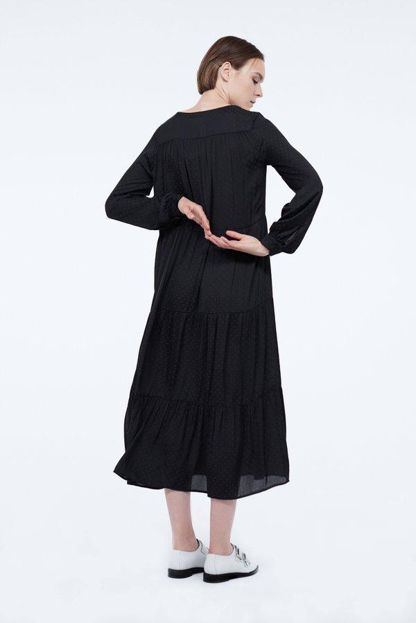 Платье прямого силуэта с оборками вид сзади