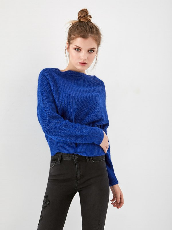 Джемпер с открытыми плечами цвет: чернильный синий