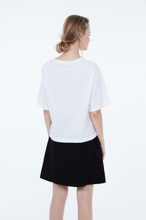 Укороченная футболка вид сзади