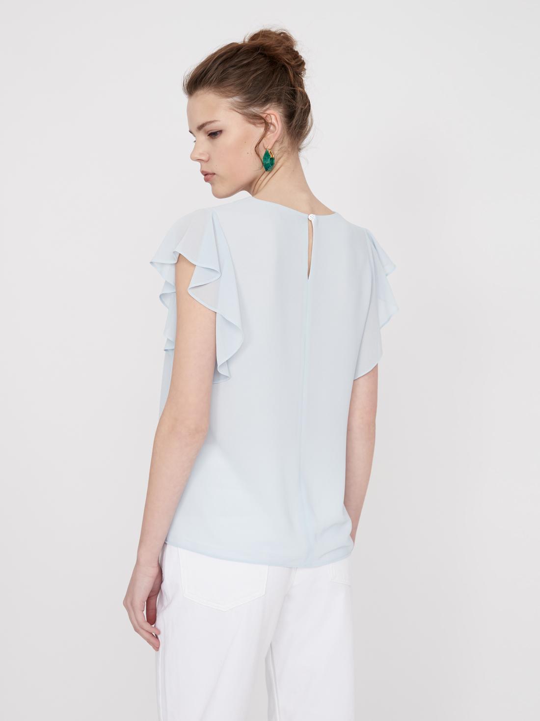 Блузка с воланами на рукавах