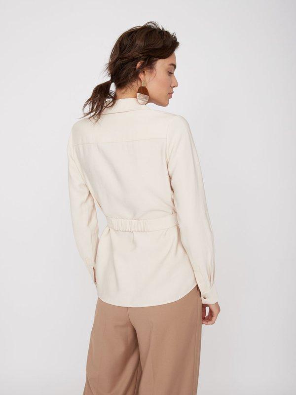 Удлиненная рубашка с поясом вид сзади