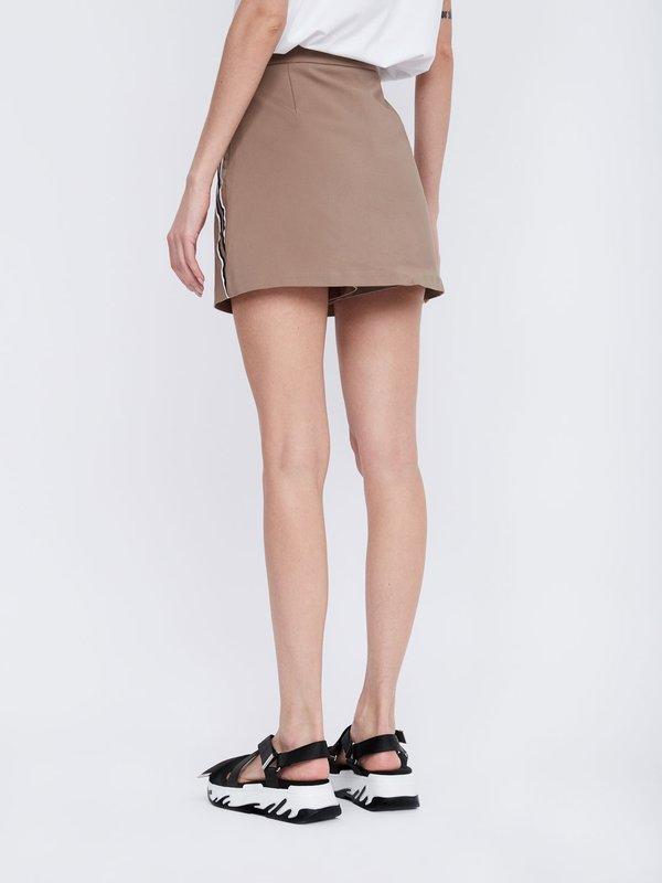 Юбка-шорты с карманами вид сзади