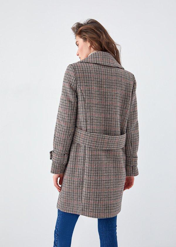Пальто в клетку вид сзади